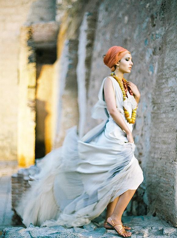 © photo: Alexander James / robe: Samuelle Couture