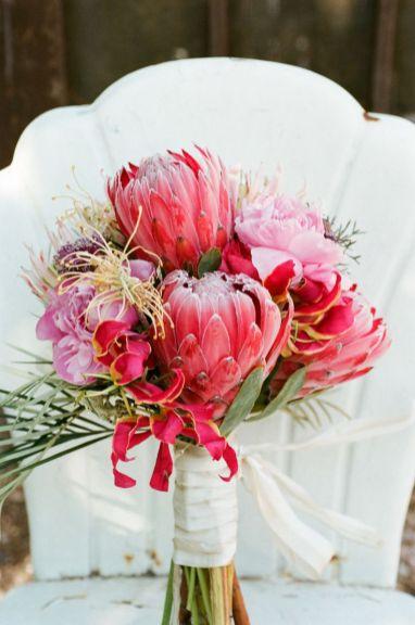 © photo: Q Weddings / Bouquet: Loretta Flower