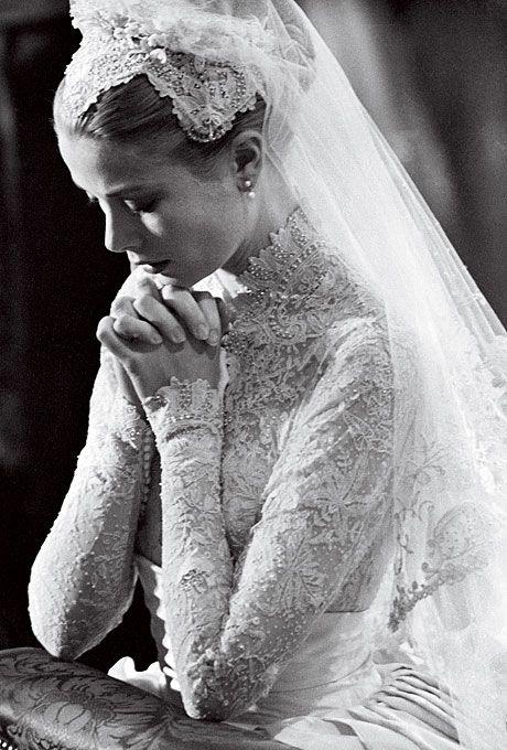 Robe: Helen Rose