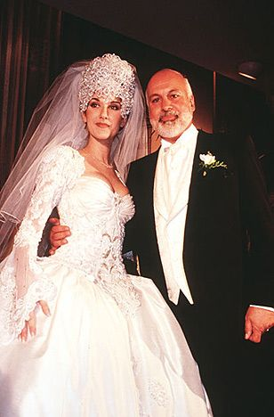 Robe: Mirella & Steve Gentile