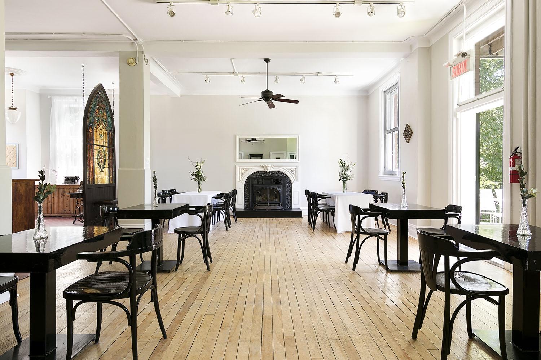 Salle de réception pour mariage Intime_Le Café de l'horloge_Blogue Foudamour_CMImages
