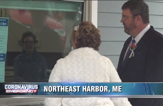 Couple Gets Married At Bank | Image (c) WDNH TV