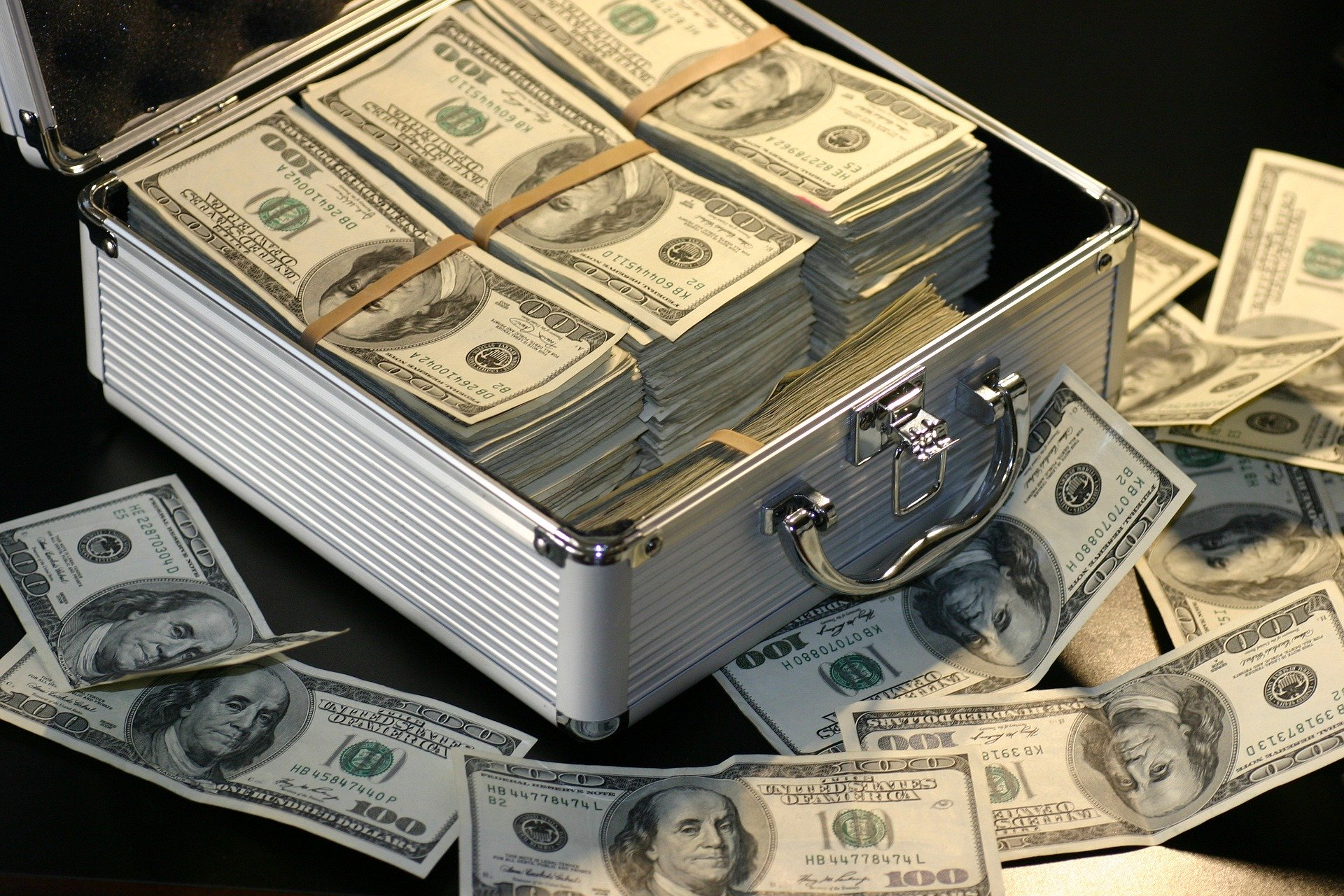 Briefcase full of $100 bills | Image by S K from Pixabay