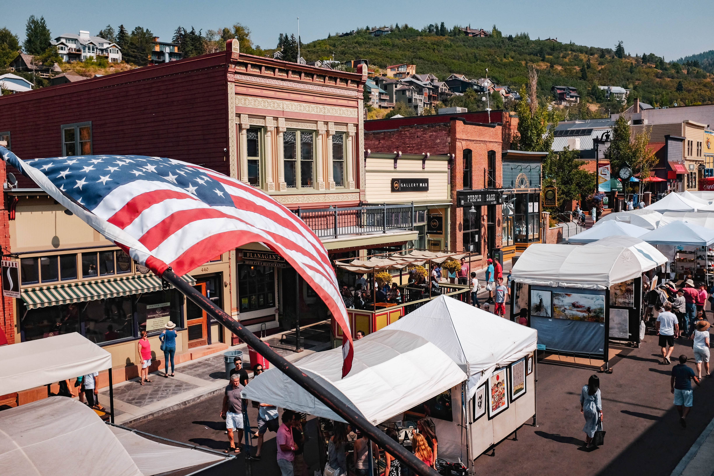 Main Street scene | Photo by olivia hutcherson on Unsplash