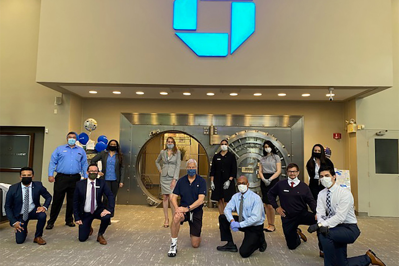 Jamie Dimon takes a knee with Mt. Kisco Chase employees | Submitted photo