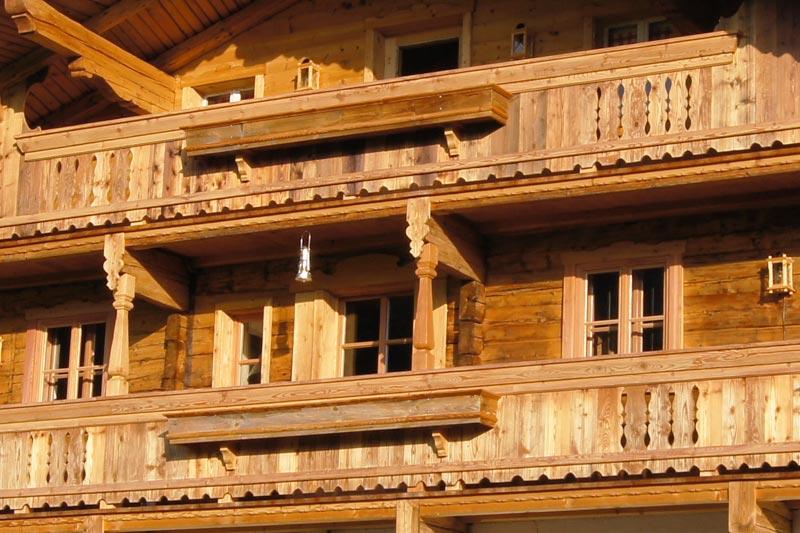Detailansicht eines, von der Zimmerei Naschberger errichteten, Familienhauses in Ellmau.