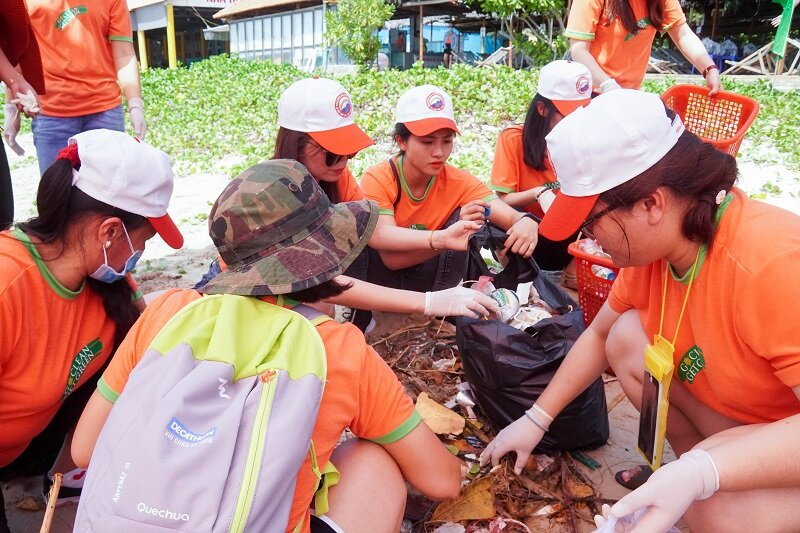LTP Employees cleaning up beach in Vietnam