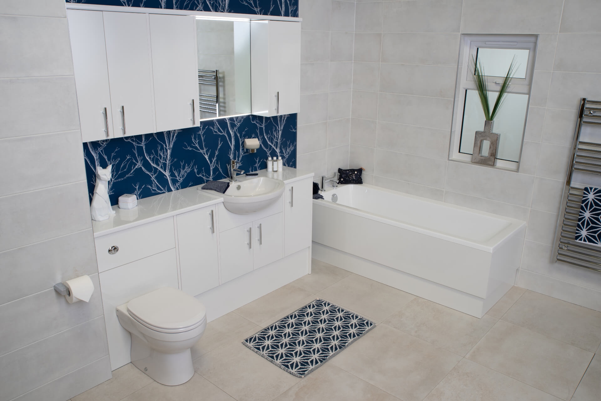 Pura Deuco White Blue Bathroom