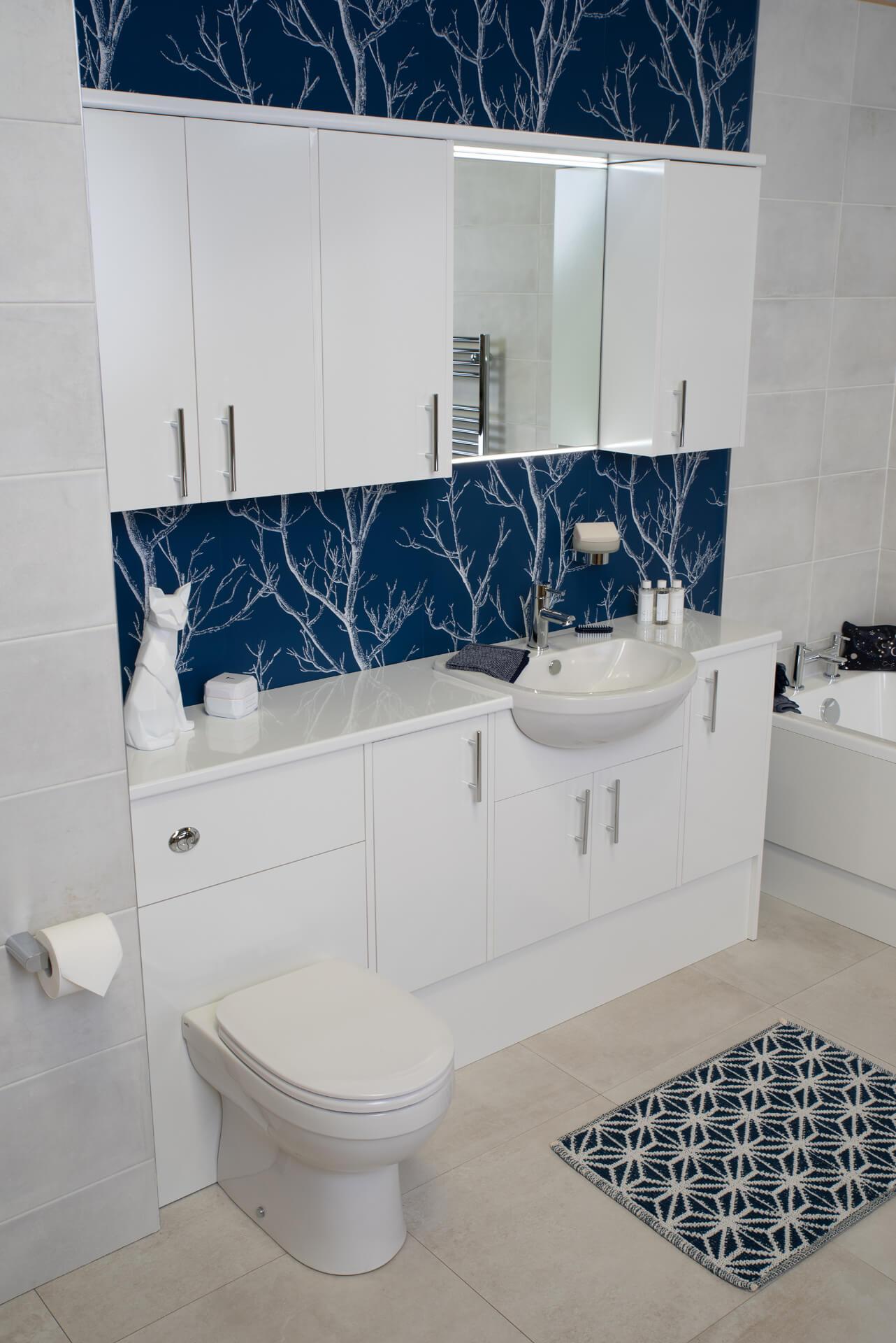 Pura Deuco White Blue Bathroom