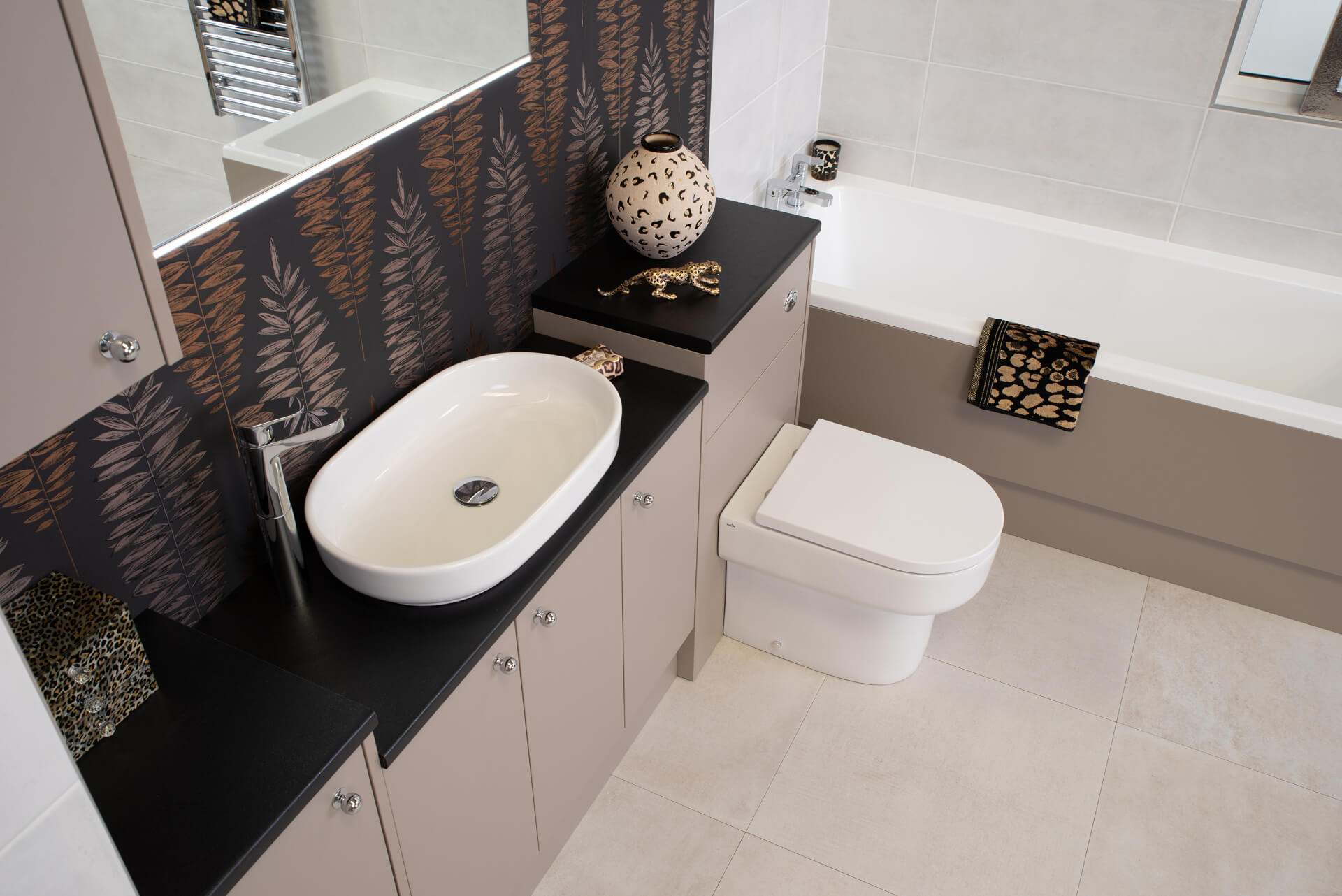Pura Deuco Ivory Bathroom