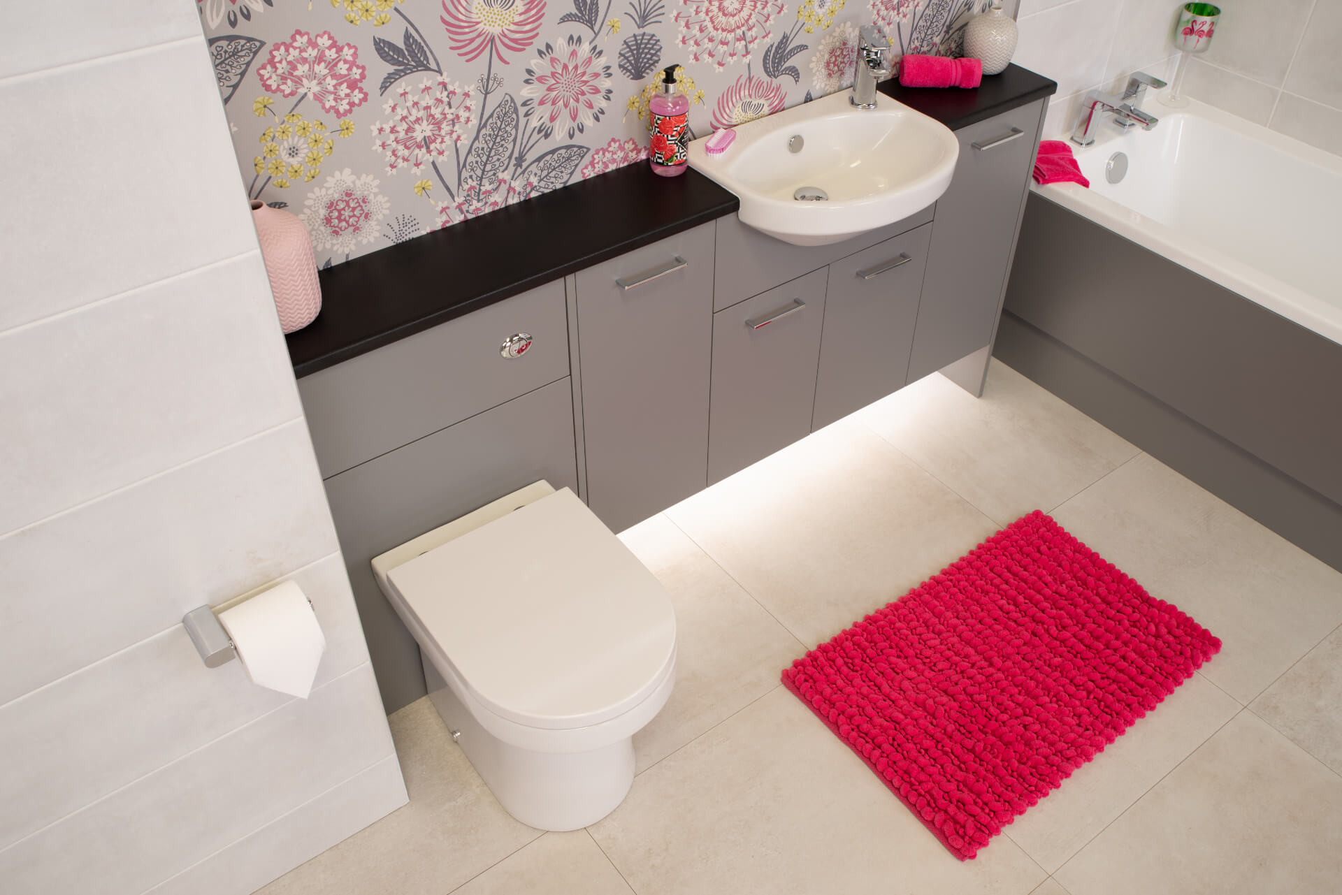 Pura Deuco Grey Bathroom