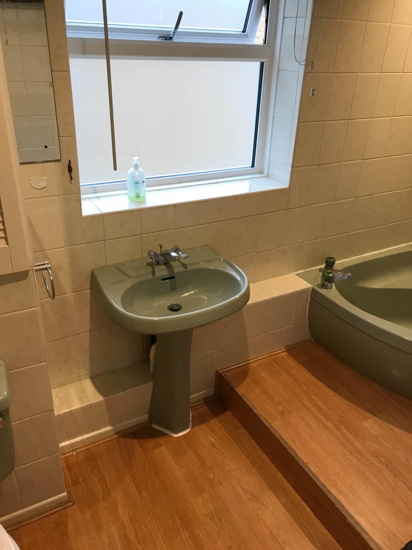 Old Mint Green Sink Unit