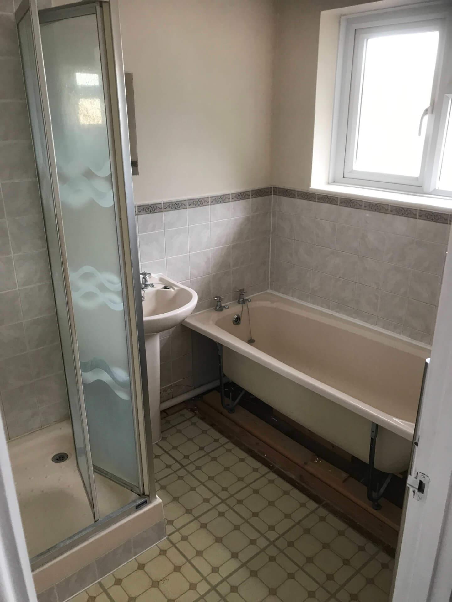 New Bathroom Bathtub Unit Mounting