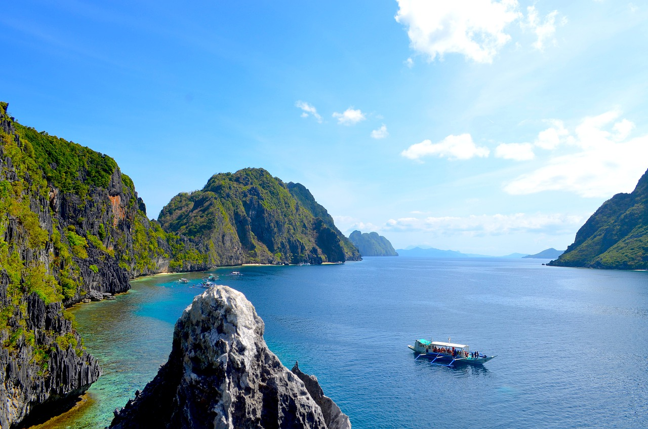 Islands popping up from ocean in Palawan Philippines