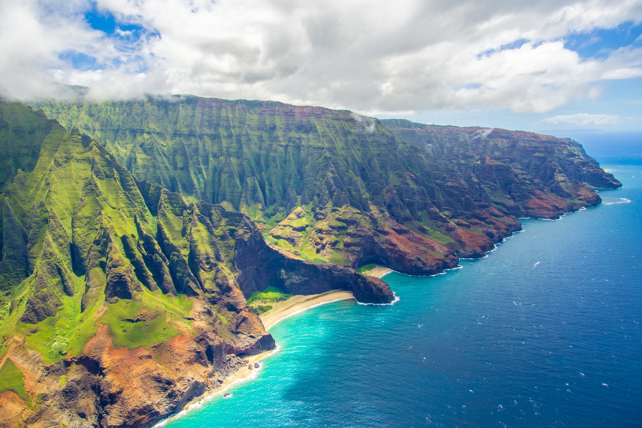 majestic coastline of Hawaii with mountains and sea