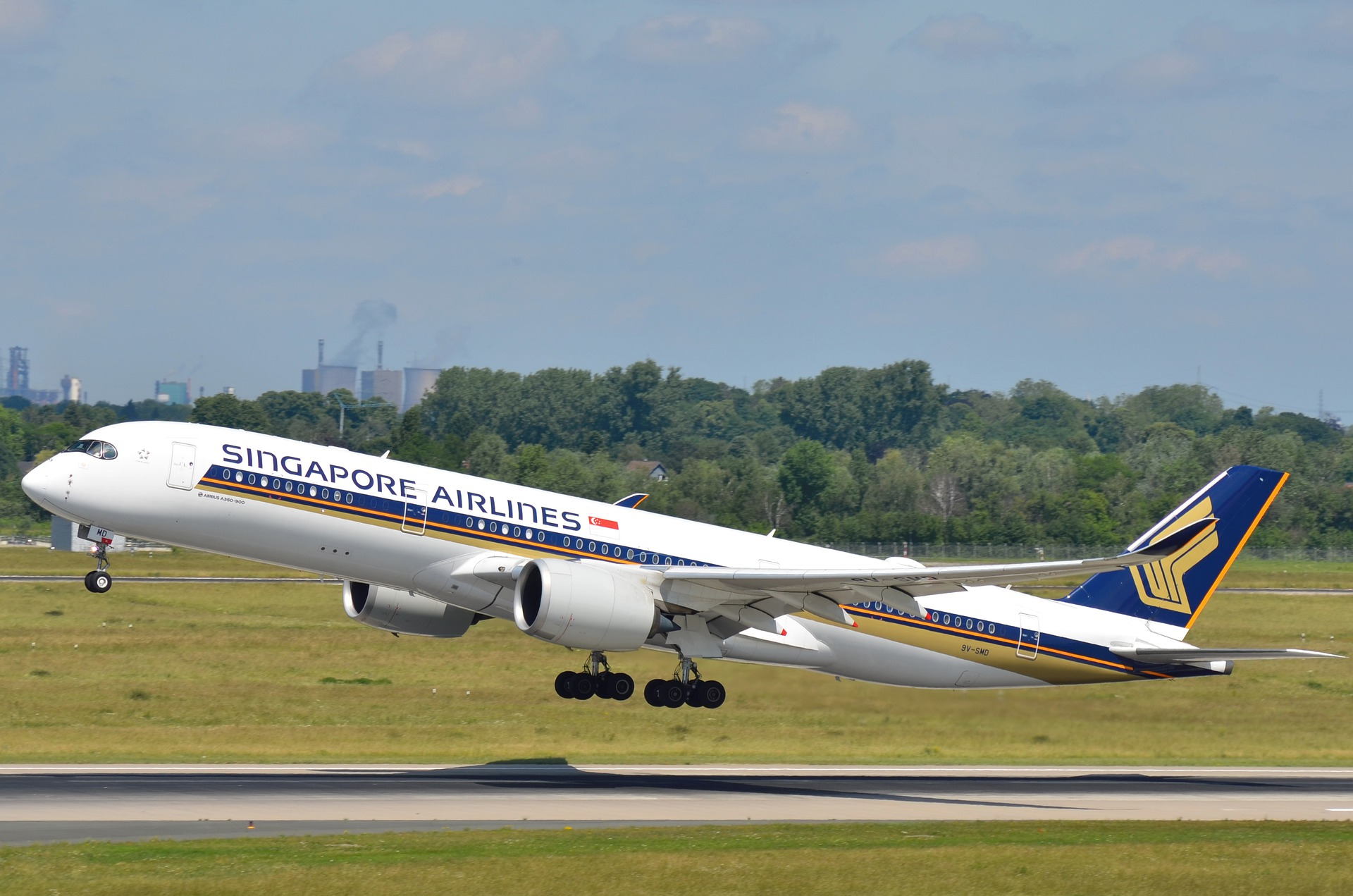 Singapore Airlines Airbus A350 taking off
