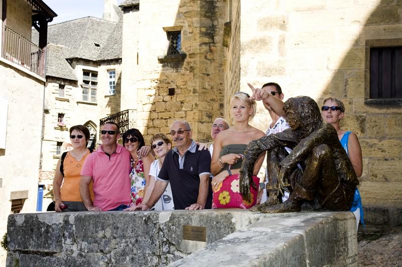 Visite  guidée devant la statue du Badaud à Sarlat