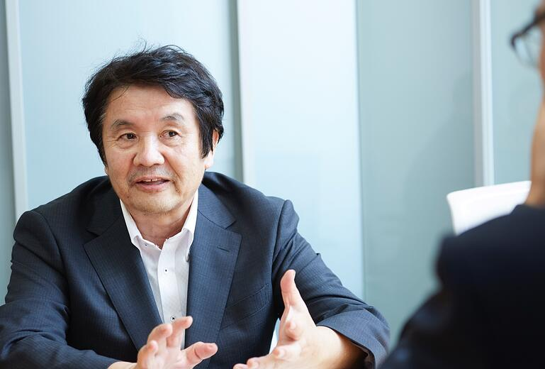 Mastercard and Cashless expert Iwata sensei discuss about debit card with Moneytree for Moneytree B2B blog 2019 Iwata sensei
