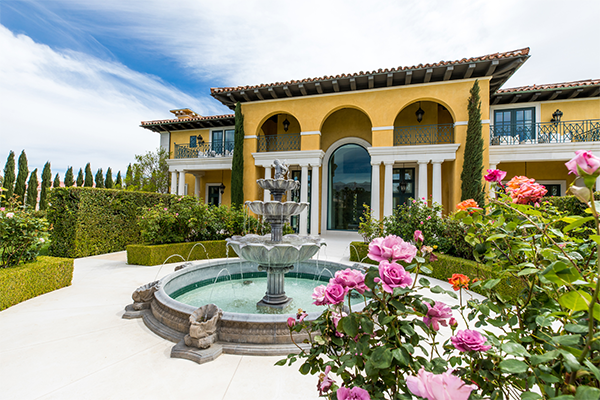 exterior of luxury home in las vegas with fountain