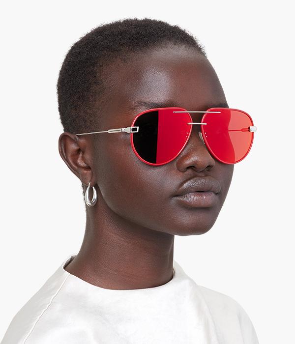 womenswear mode portraitl wearing red sunglasses