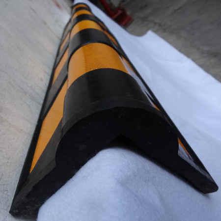 Esquinero de Caucho CG900