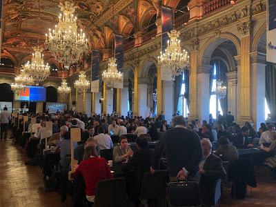 La salle prestigieuse de l'hôtel de ville de Paris accueil ce grand événement startup