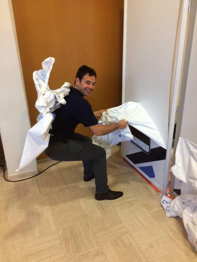 Jérémy Fain démonte le stand Welcomr sur le salon Access Security