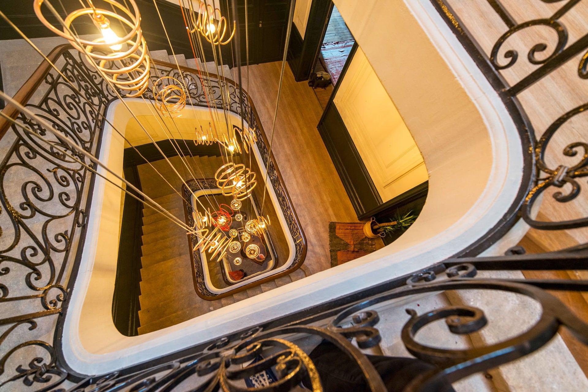 cage d'escalier moderne et design dans espace de coworking Win'