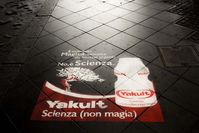 graffiti pubblicità yakult