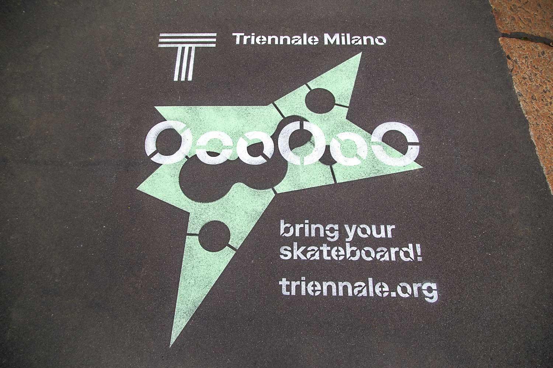 pubblicità marciapiedi triennale di milano