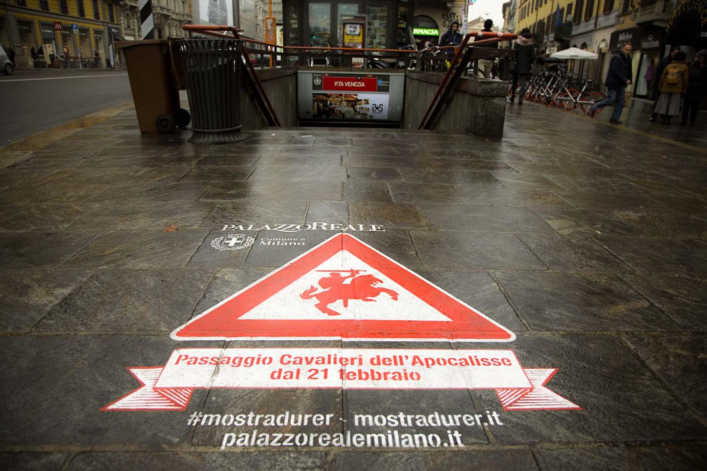 graffiti pubblicitari palazzo reale durer