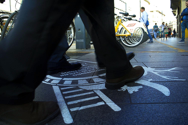 pubblicità marciapiedi amsa milano