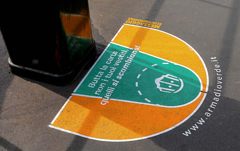 graffiti pubblicitari armadio verde