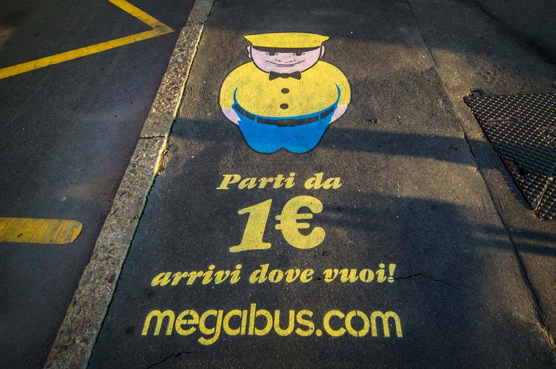 graffiti pubblicitari megabus