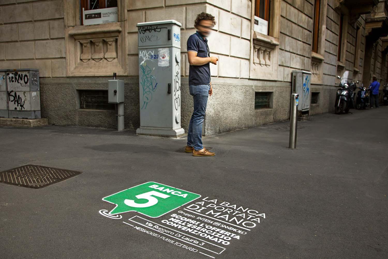 graffiti pubblicitari banca5
