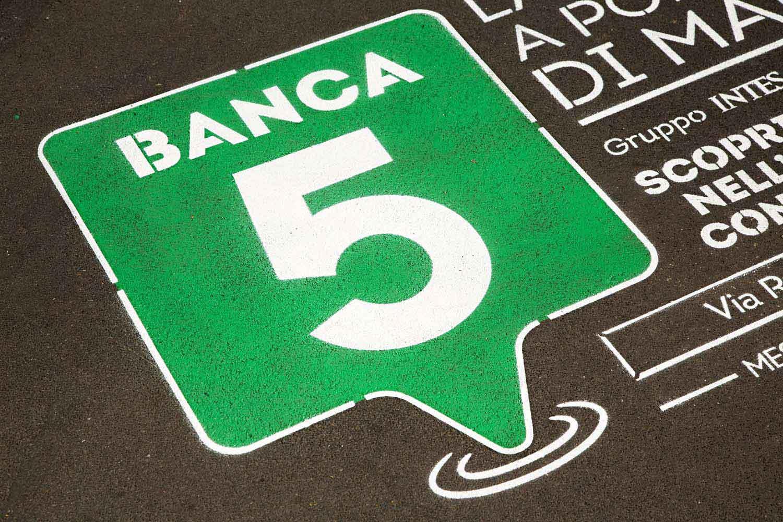 green graffiti pubblicità banca5