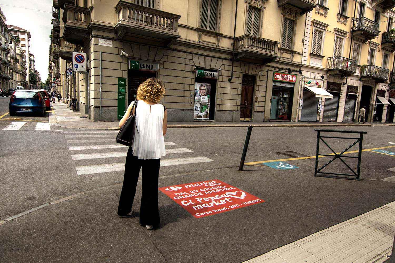 graffiti pubblicitari carrefour market