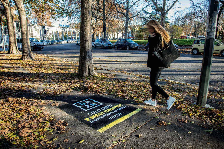 graffiti pubblicitari dazn