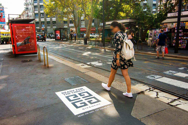 graffiti pubblicitari givenchy interdit