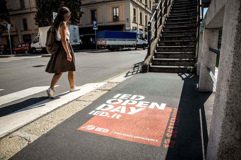 graffiti pubblicitari ied