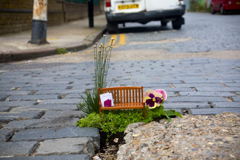 Pollici in cerca d'autore: come il Guerrilla Gardening può cambiare il volto della città
