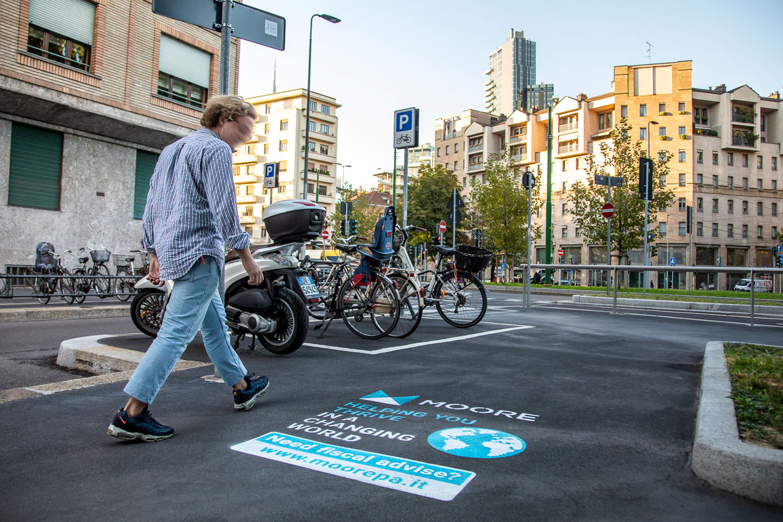 graffiti pubblicitari moore stephens associati