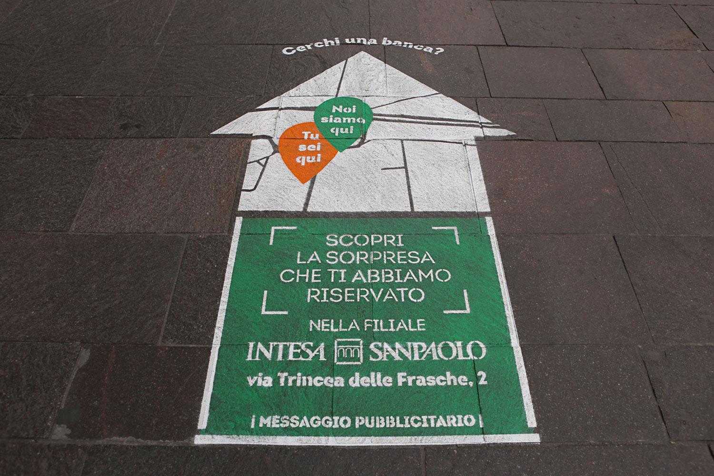 street advertisement intesa sanpaolo