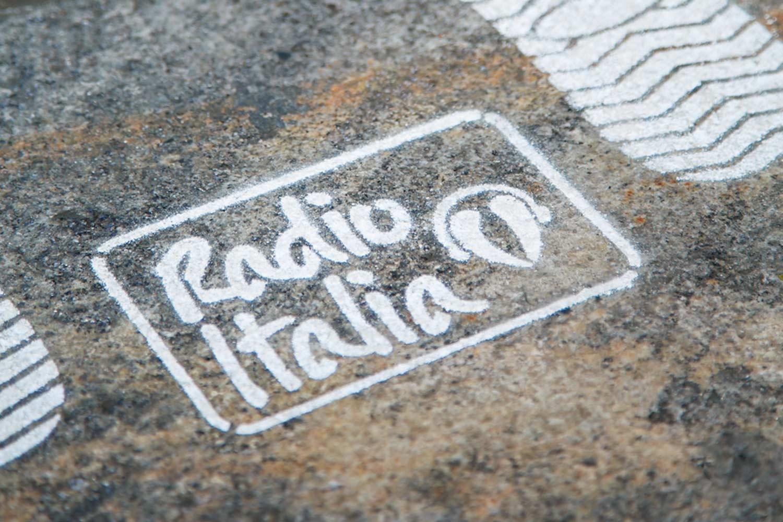 pubblicità outdoor radio italia concerto duomo
