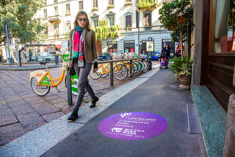 pubblicità stradale milano wine week