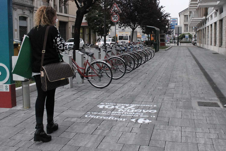 floor advertising ipermercati carrefour