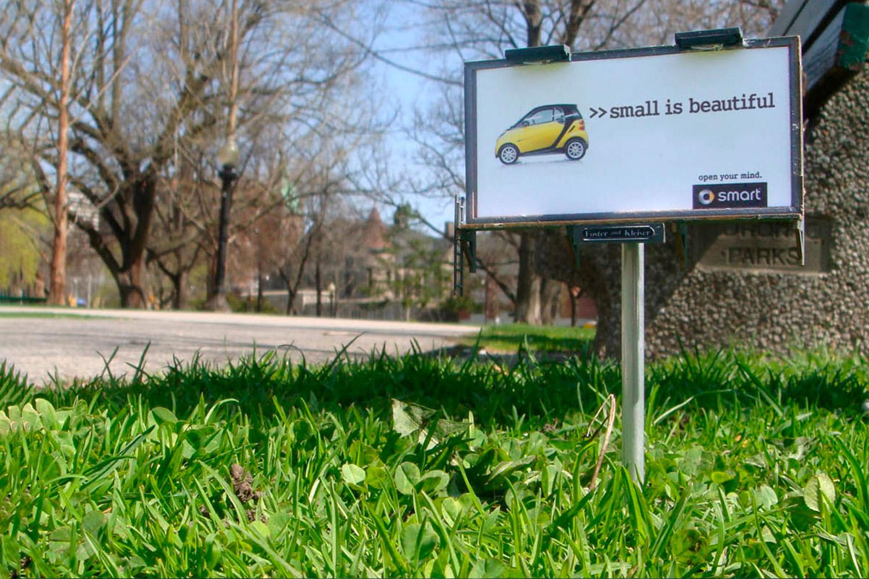 GreenGraffiti Smart Billboard Creativo