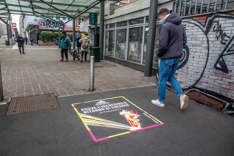 graffiti pubblicitari adidas ultraboost