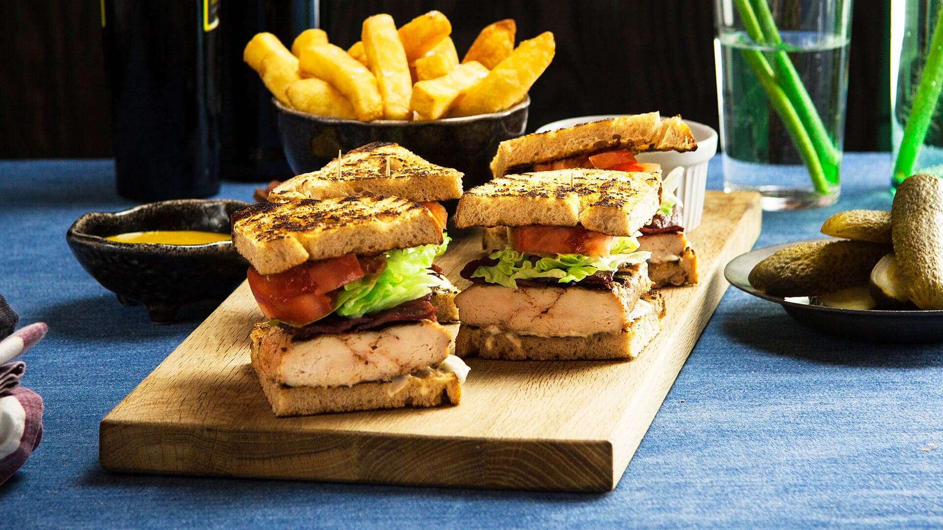 Bbq-Chicken Club Sandwich