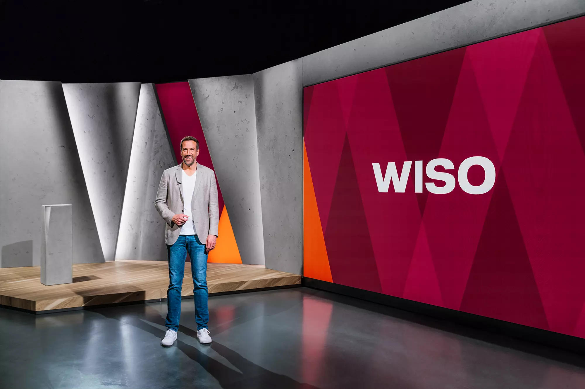 The new studio set design for the ZDF format WISO ensures greater audience proximity